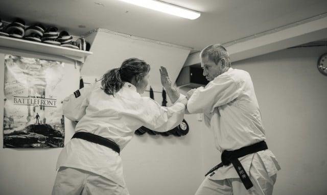 Lovisa och Åke tränar.